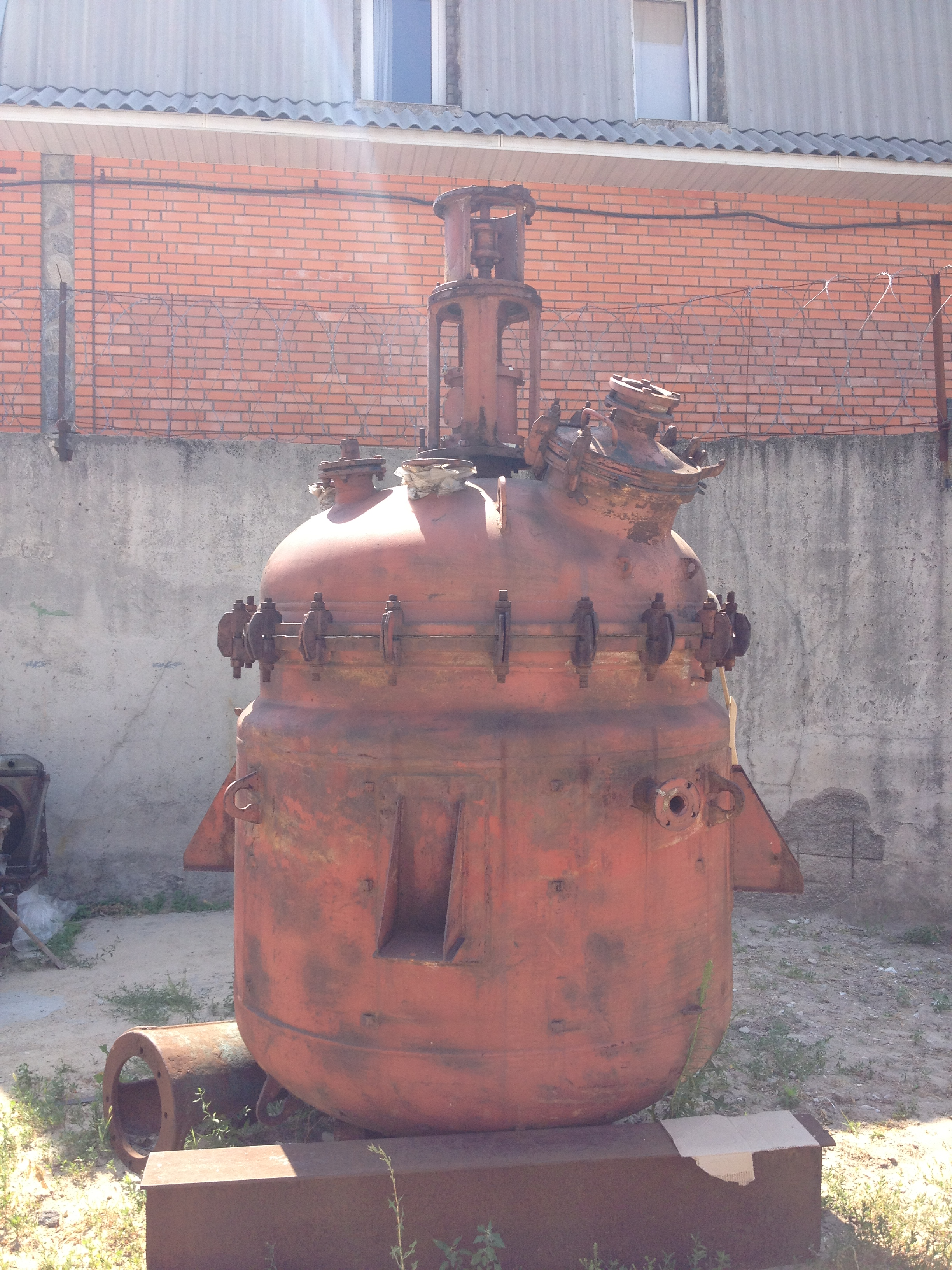 Used 2500 ltr glass lined pressure vessel