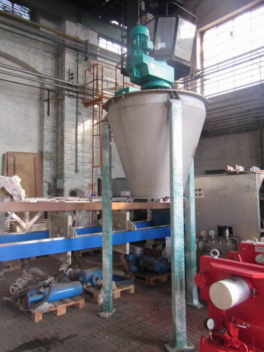 1000 litrů, Pharmix nerezový vertikální homogenizátor s centrálním pásovým míchadlem
