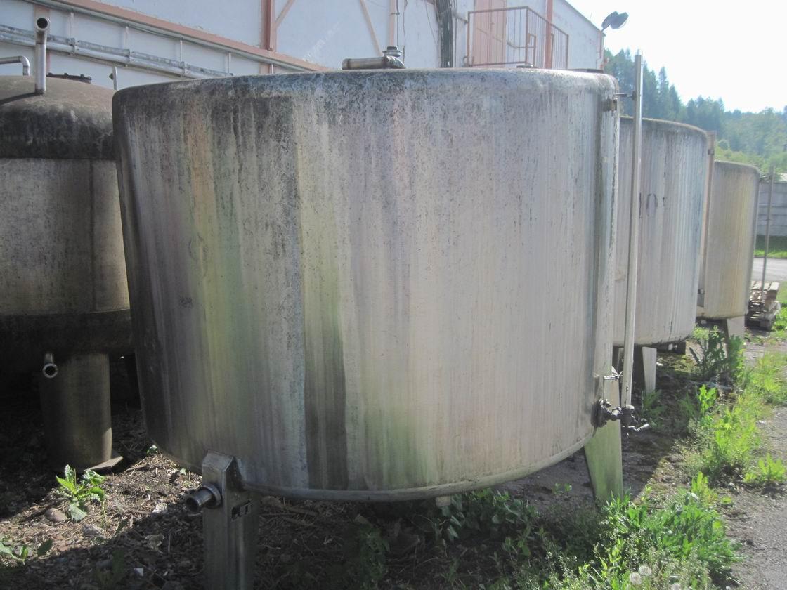 4000 litrů, nerezový zásobník, průměr 1970 mm x 1300 mm výška
