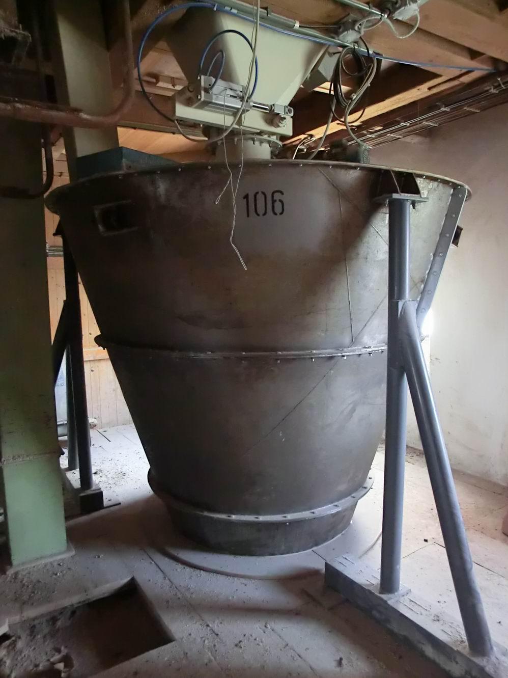 3000 litrů, Vrieco nerezový vertikální homogenizátor - nauta