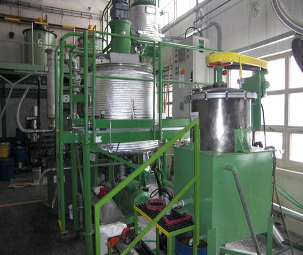 1500 litrů, 1 bar vnitřní, 3 bar duplikace, KPS technologický homogenizátor s dvěma reakčními kotli
