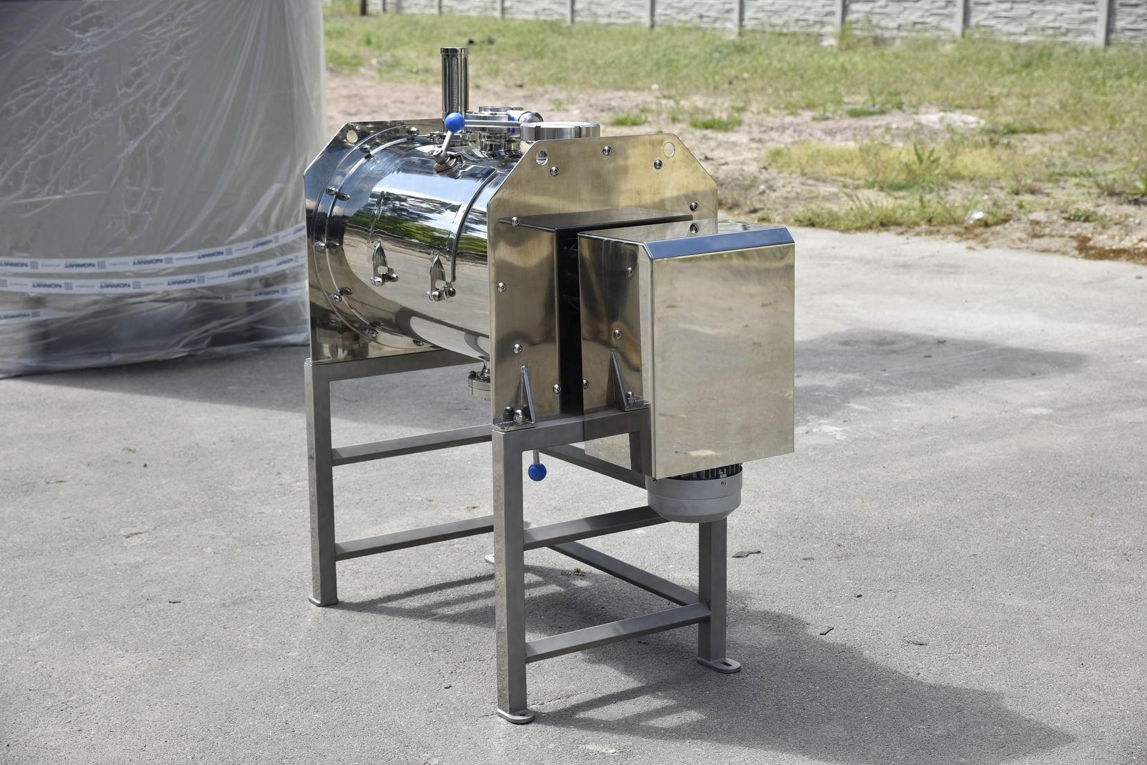130 litrů, Horizontální rychlomísič práškových směsí.