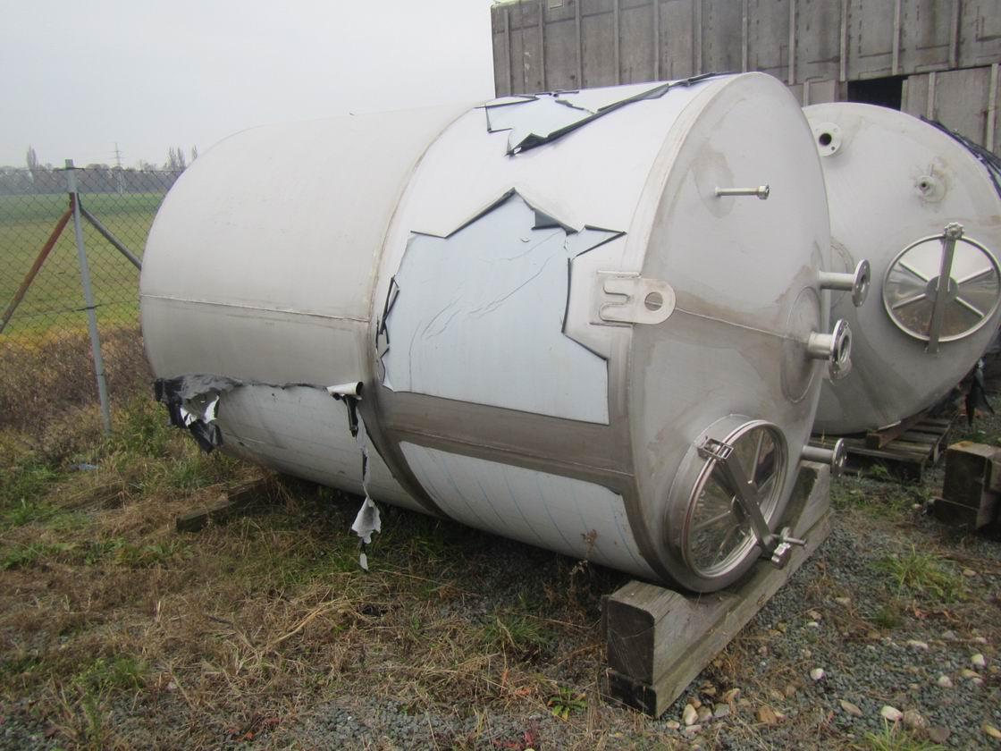 7000 litrů, nerezový vertikální zásobník, průměr 1800 mm x 3800 výška