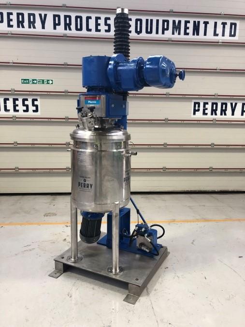 120 litrů, 1 bar vnitřní, 3 bar duplikace, Giusti model Pharmix nerezový duplikovaný míchaný reaktor