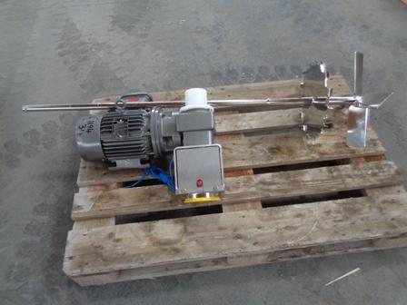 Čtyřlopatkové míchadlo s disolverovou pilou, 1,5 kW