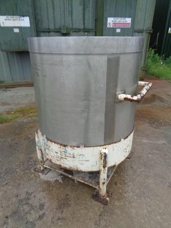 700 litrů, Giusti nerezový vertikální zásobník, průměr 980 mm x  950 mm výška