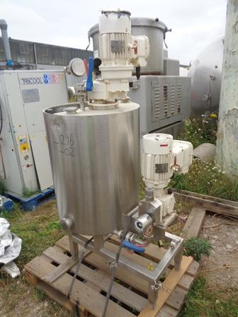 250 litrů, nerezový vertikální míchaný zásobník, průměr 630 mm x 800 mm výška