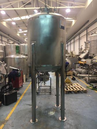 1100 litrů, nerezový vertikální zásobník, průměr 1100 mm x 1200 mm výška