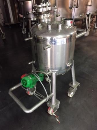 90 litrů, Sapphire Engineering nerezový vertikální míchaný zásobník
