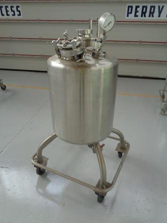 150 litrů, nerezový vertikální míchaný zásobník, průměr 5500 mm x 570 mm výška