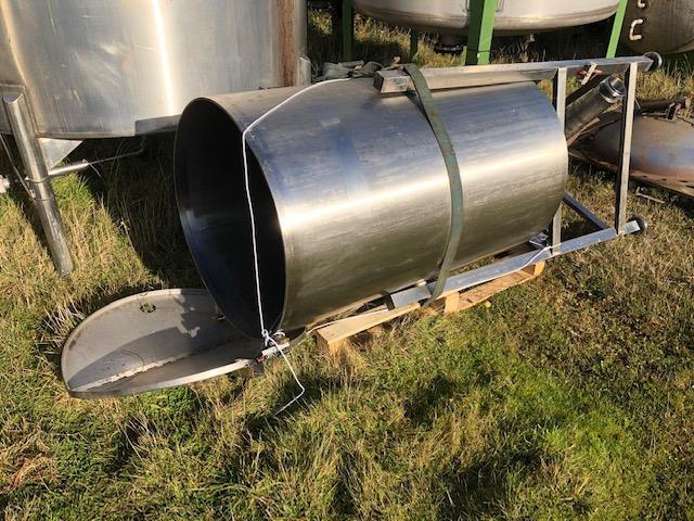 600 litrů, nerezový vertikální zásobník, průměr 790 mm x 1250 mm výška