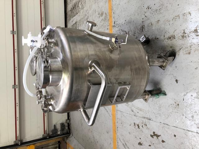 150 litrů, nerezový vertikální míchaný zásobník, průměr 550 mm x 600 mm výška