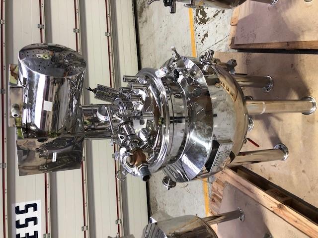 75 litrů, 2 bar vnitřní, 2,5 bar duplikace, Anvay Pharma nerezový (AISI316) vertikální duplikovaný míchaný reaktor