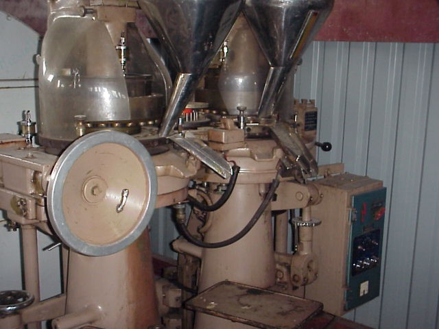 8.5 Tons 23 Station Double Rotary Tablet Press Manesty