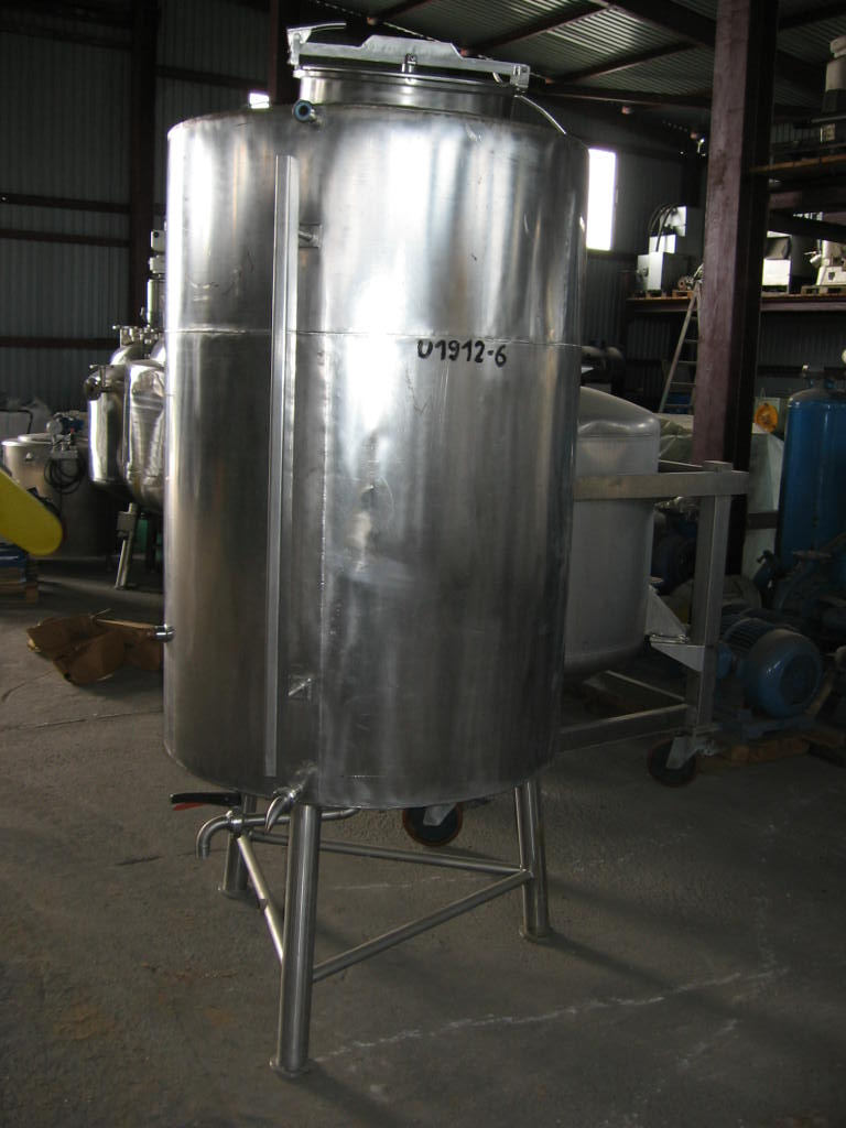 1000 Litres Stainless Steel Vertical Storage Tank