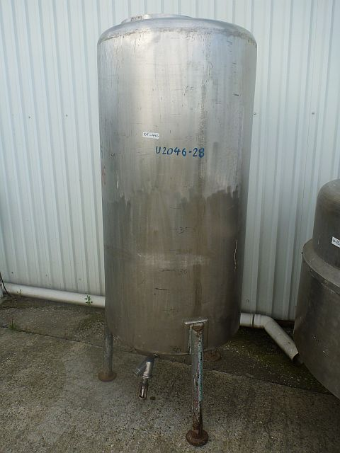 700 Liters Stainless Steel Vertical Storage Tank 750mm Dia x 1550mm High