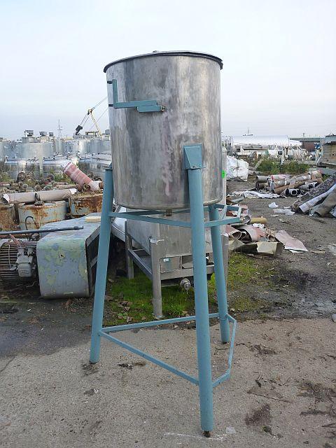 300 l vertical storage tank designed in non-corrosive steel