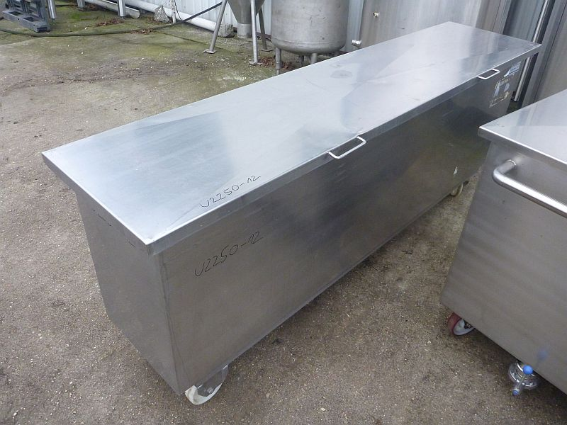 700 Liter Second Hand Mobile Rectangular Stainless Steel Storage Tank 450mm Wide x 1205mm Long x 700mm Deep