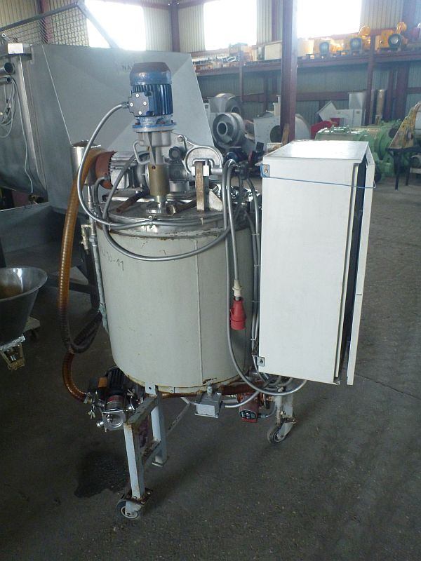 Used stainless steel contact parts mixing tank with total volume 220 l. Carbon steel jacket.