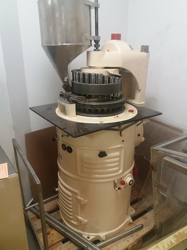24 Station 6 tons pressing pressure rotary tablet press Fette R24